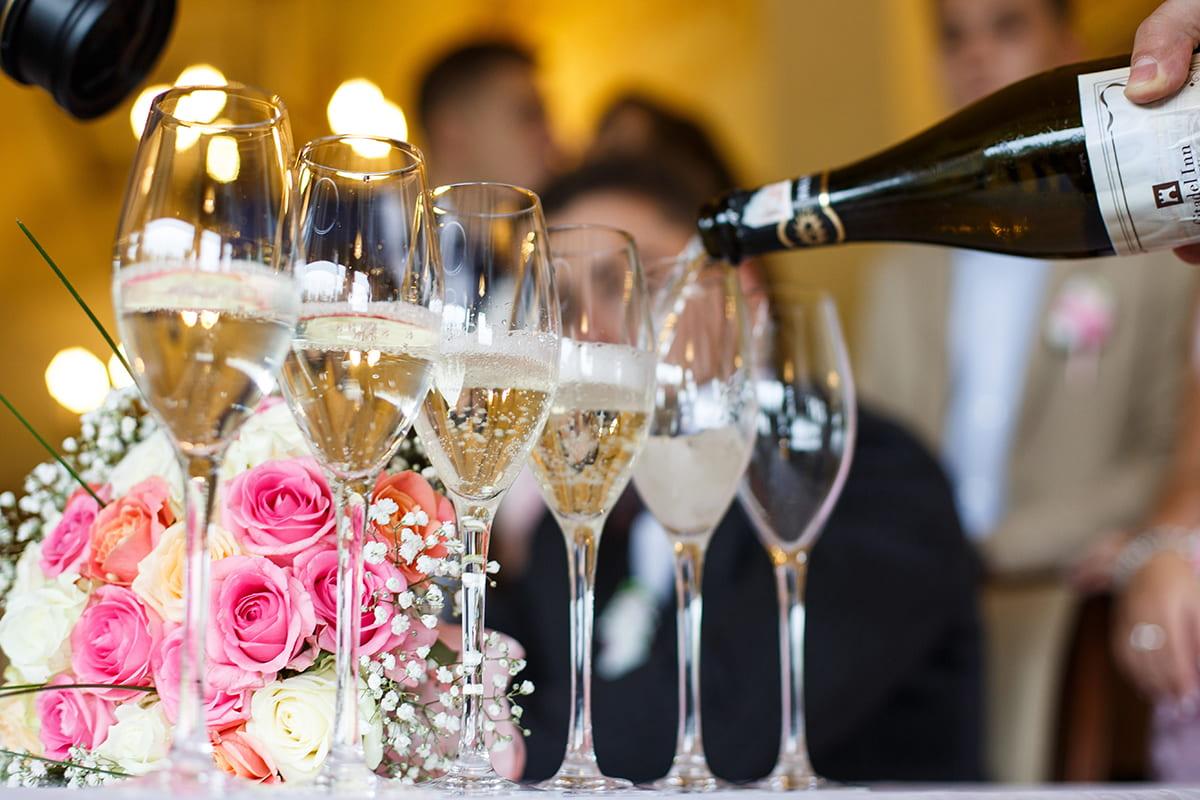 свадьба фото с бокалами меня это слишком